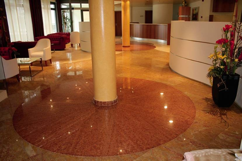Pavimento Marmo Rosso : Pavimenti sopraelevati galleggianti: pavimento in marmo rosso verona